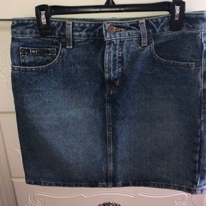 Lei jean skirt size 9, never worn no tags
